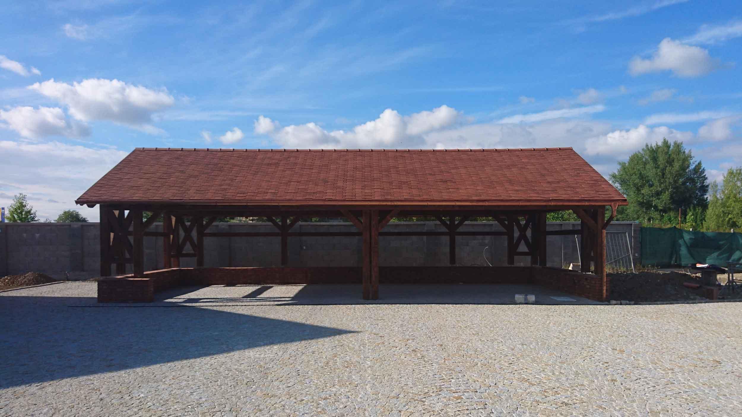 Carport rodinnej eko-agro farmy v Piešťanoch